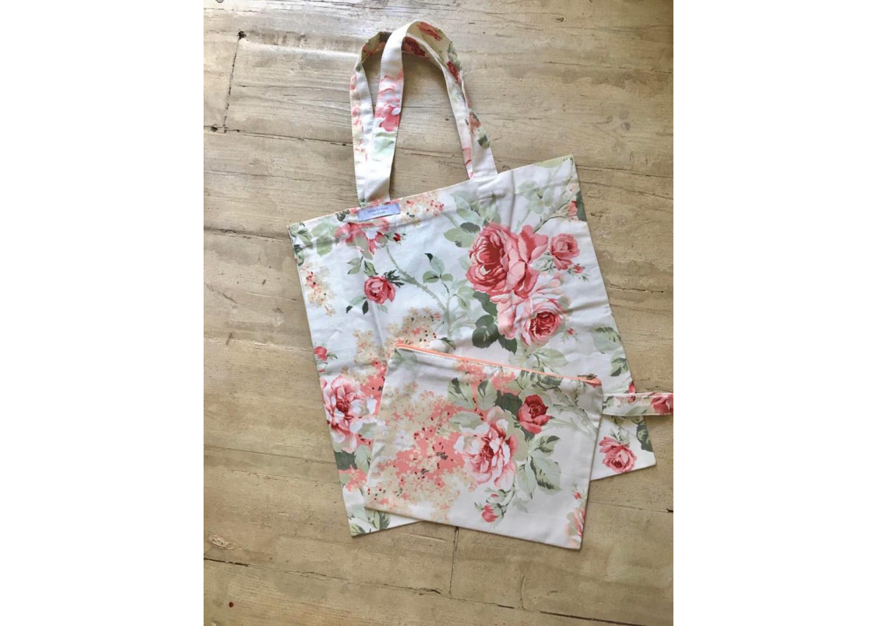 Τσάντα και νεσεσέρ / Roses