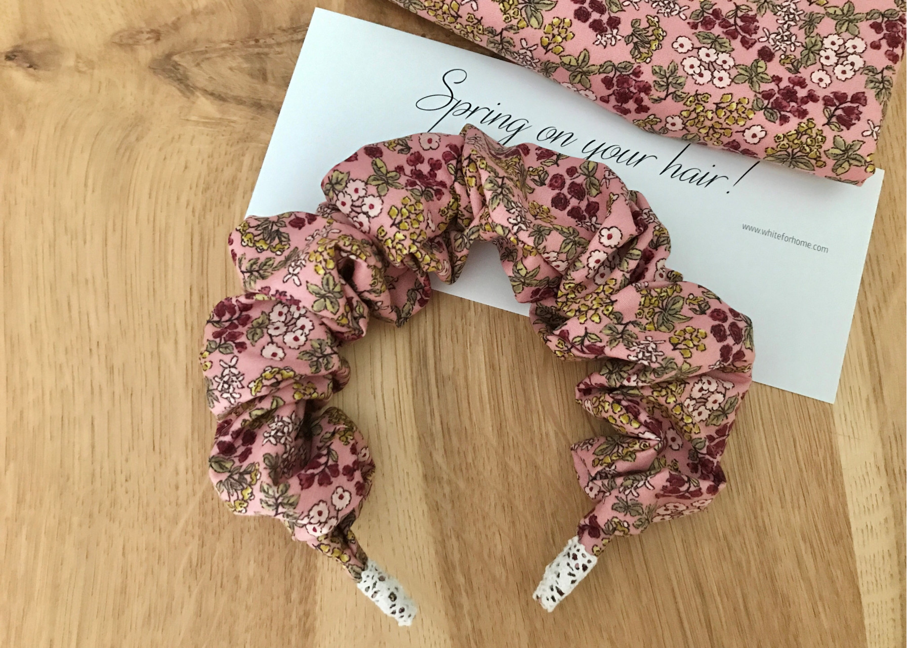 Στέκα scrunchy / Λουλουδένιο παραμύθι